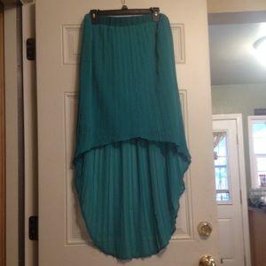 Hi-Low Pleated Skirt in Sea Foam Green