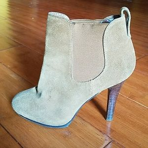 JESSICA SIMPSON TAN SUEDE BOOTIES