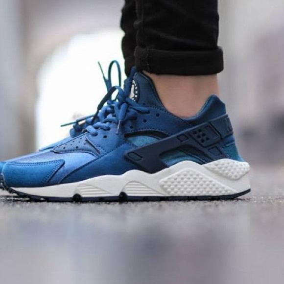 75% Off! Brand New Nike Huarache Blue 5!