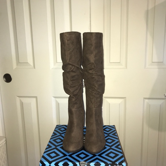 42b4659bd8e New in box Ana Linden Chocolate light brown boots