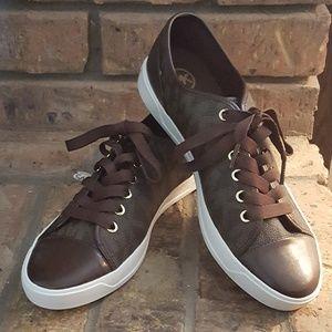 NWOB MICHAEL KORS logo sneakers