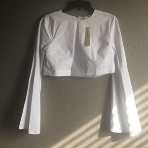 🌺Bell Sleeve Crop Top. Medium 6-8