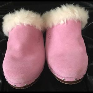 Pink Ugg clogs sz 6.5 new without tags never worn