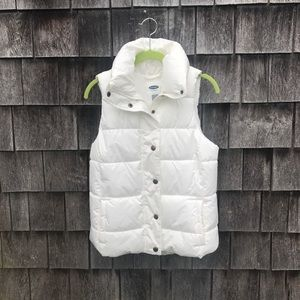 NEVER WORN White Old Navy Puffy Vest