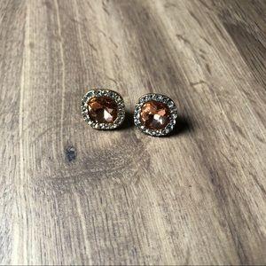 Jewelry - Gold stud earrings