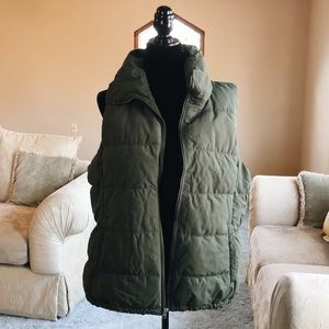 New olive green old navy vest