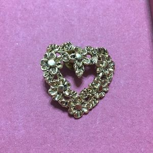 Jewelry - Adorable Vintage Heart Pin