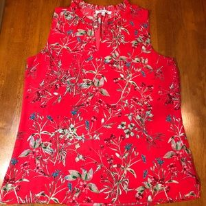 So pretty sleeveless floral v neck blouse