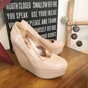 ✨Madden Girl Nude Wedges✨