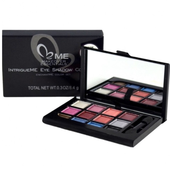 ME Makeover Essentials Other - IntrigueMe Eye Shadow Compact EnchantMe Color Set