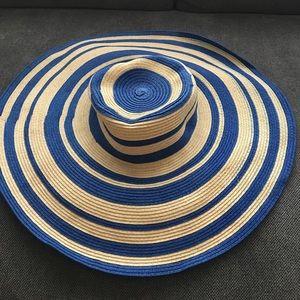 Chico's sun hat- ( Never worn )