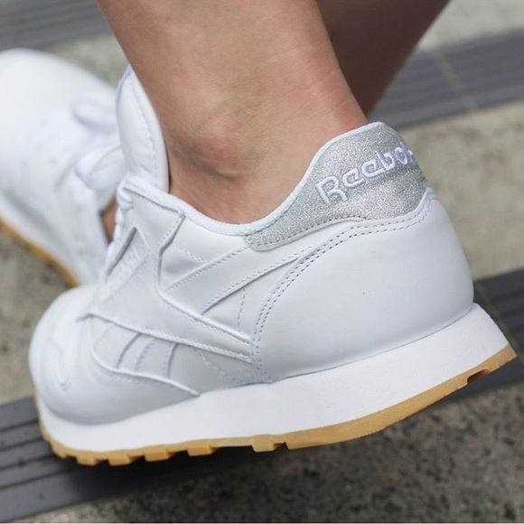 da7251b0fcd Reebok Classic Leather Met Diamond Women s sz 8. M 59e52b44bf6df5604f00b9d3