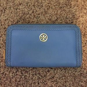 BEAUTIFUL authentic Tory burch public wallet