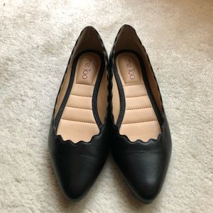 Me Too Alexia Black Scalloped Leather Flats size 6