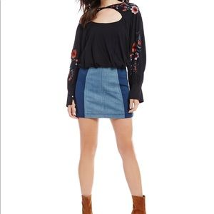 Free People kits Embroidered blouse
