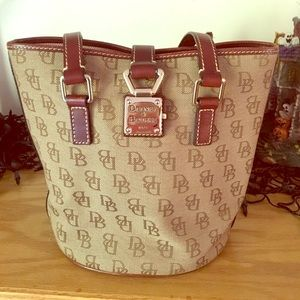 Dooney and Bourke excellent condition bag