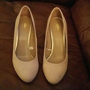 Taupe shoes sz 9.5