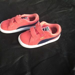 Little girl pumas