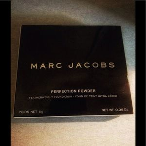 💕NIB💕NEVER OPENED MARC JACOBS PERFECTION POWDER