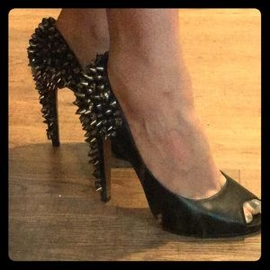 Gorgeous Sam Edelman spiked leather heels size 7.