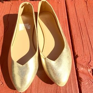 Gold size 7 Old Navy flats