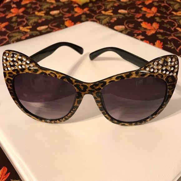 e0039ab66b6 Betsey Johnson Accessories - NWOT Betsey Johnson Leopard Cat Eye Sunglasses