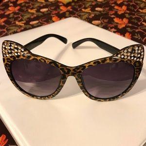 NWOT Betsey Johnson Leopard Cat Eye Sunglasses
