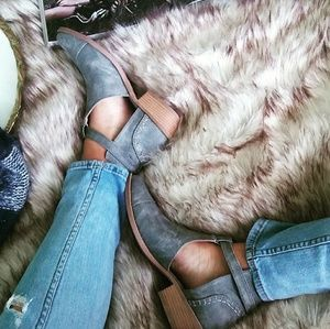 Strut! Shoes - LAST PAIR!! //The Aluna// Distressed grey booties