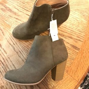 Olive green Old Navy booties Size 7