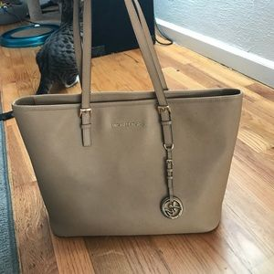 Tan Michael Kors purse! Roomy and cute!!!