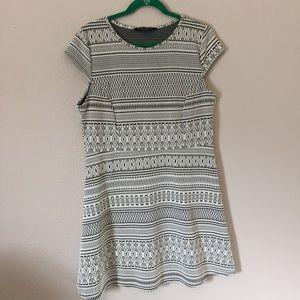 DP Structured Dress | EUC | Off-white & Black