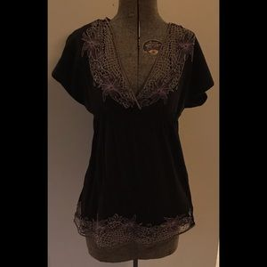 🌱 BCBGMaxAzria Black and Floral Embroidered Tunic