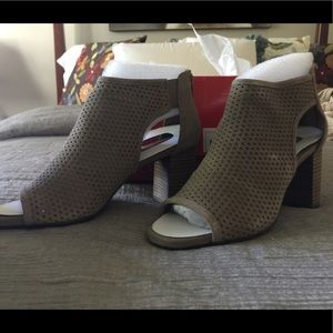 New Grey Suede SZ 8 High Frequency Booties