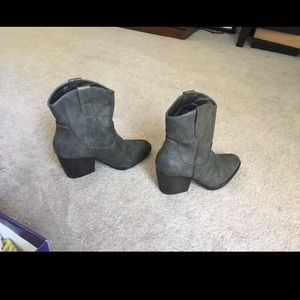 Madden girl size 7 shoes - women's