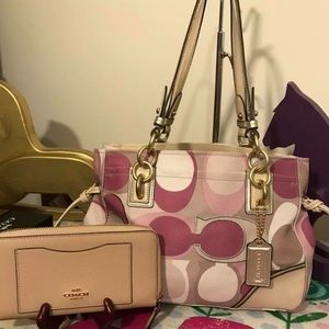 EUC Coach Colette Scarf print and nwt wallet