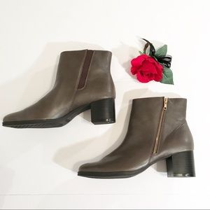 New. Aerosoles Ankle Women's Boots. Size 12.