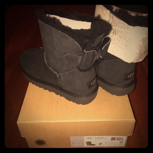 ef8ffeaa048 UGG size 7 W Naveah Boots original $170.00 NWT