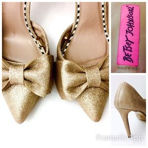 NWT Betsey Johnson Gold With Bow Heels SZ 9.5