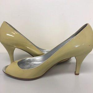 Patent peep-toe pumps
