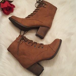 MADDEN GIRL lace-up cognac tan heeled boots Sz 7