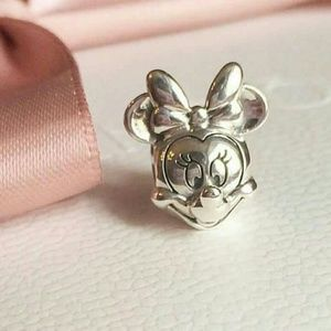 Pandora Disney Minnie charm