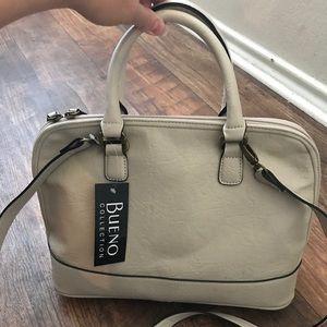 NWT beautiful Bueno purse