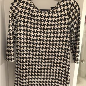 H&M houndstooth printed shift dress
