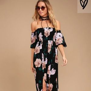 Lulus gorgeous maxi dress with floral pattern!