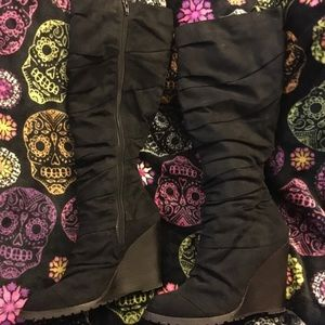 Super stylish black fitted tall boots size 8
