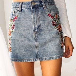 NEW Forever 21 Floral Embroidered Denim Skirt