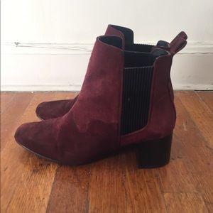 Mid-heel suede boots