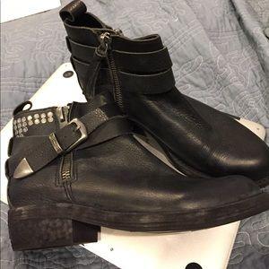 New Dolce Vita Joey black leather bootie size 6.5