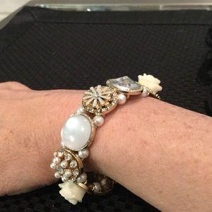 Jewelry - Gold Tone Stretch Bracelet