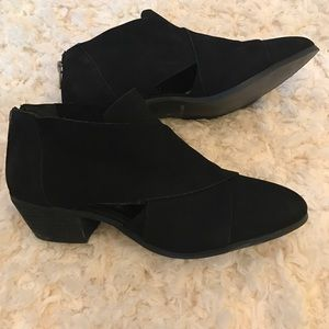 {very volatile} Los Angeles black booties